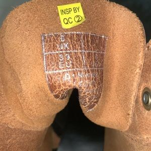Dr. Martens Shoes - Leona 7 Hook Doc Martens Size 6 NWOT